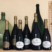 Gourmands mais peu dosés, vertueux mais accessibles, les champagnes en #biodynamie de @larmandier.bernier aiment les contrastes. #larmandierbernier #champagne #cotedesblancs #longitude #terredevertus #vieillevignedulevant #levuresindigènes #vinvivant #biodynamicwine #qcqbm #tropbon